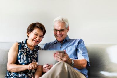 ¿Cómo puedo crear una cuenta para administrar el dinero de mi pensión
